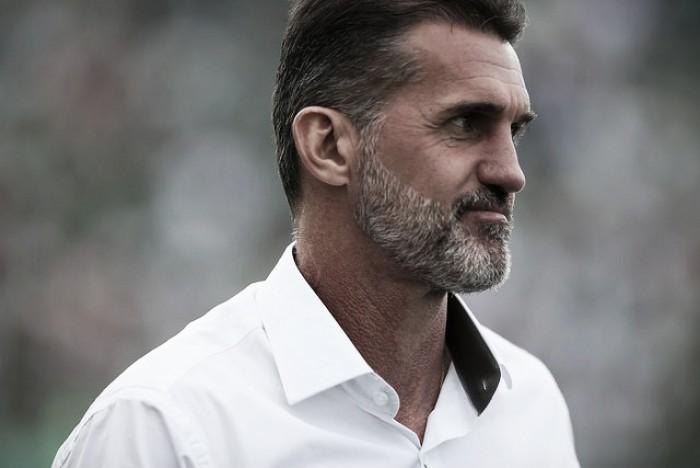 """Vagner Mancini lamenta erros cruciais em derrota da Chape: """"Há dias que nada dá certo"""""""
