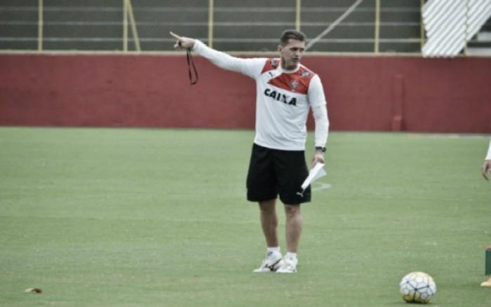 """Mancini reconhece fase irregular do Vitória: """"Espero que a oscilação seja agora no início"""""""