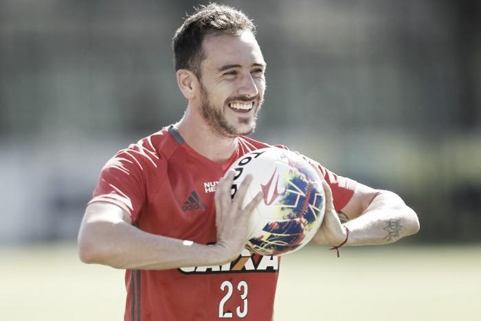 Oficial: Cruzeiro anuncia acerto com meia Mancuello, do Flamengo