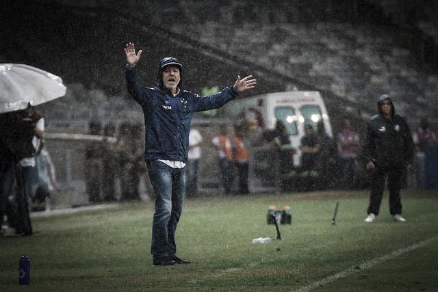 Ceará vence e deixa a zona de rebaixamento do Brasileiro em cima do Cruzeiro no Mineirão