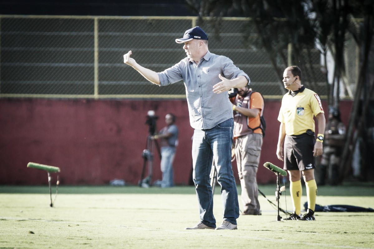 """Mano Menezes elogia atuação do Cruzeiro, mas critica arbitragem: """"Tornou a vitória impossível"""""""