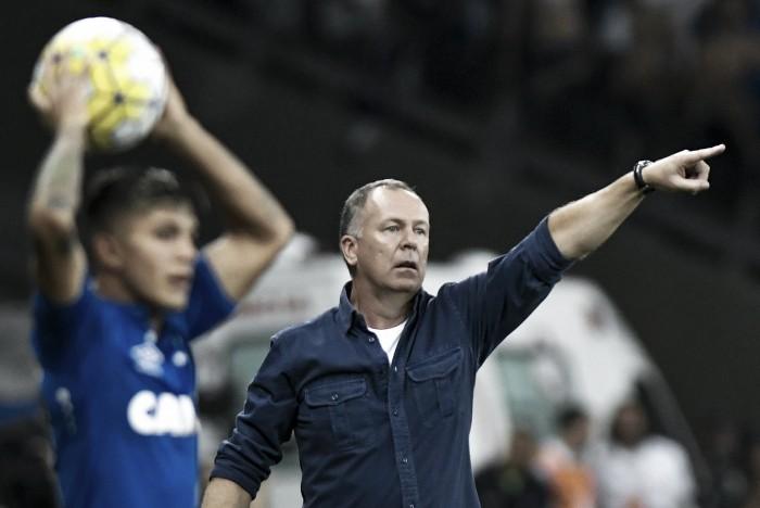 Após derrota diante do Grêmio, Mano admite pior atuação do Cruzeiro desde seu retorno