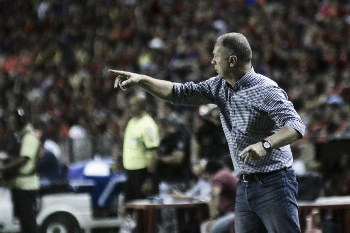 Mano Menezes critica planejamento do Cruzeiro, mas aponta evoluções na temporada