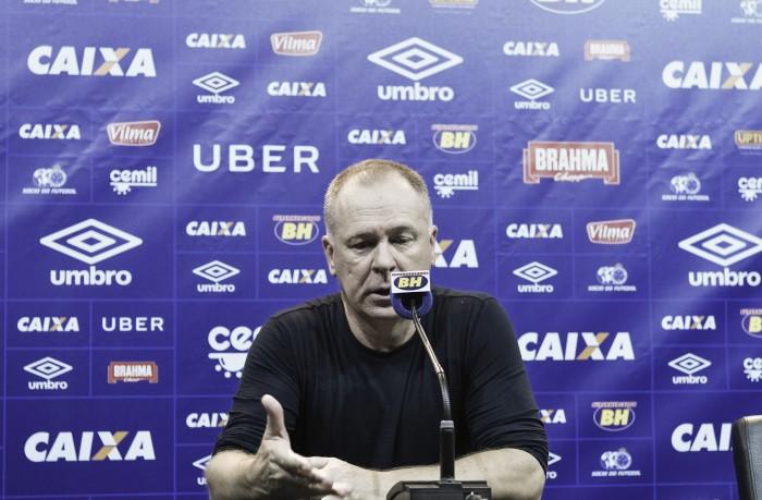 """Mano volta ao Cruzeiro e não vê pressa em renovação: """"Urgência sem necessidade"""""""