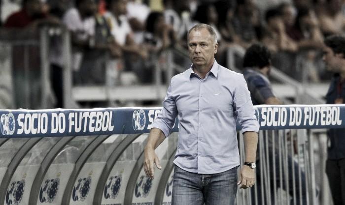 Expulso no fim do jogo, Mano exalta entrega do Cruzeiro em vitória sobre o Atlético-MG