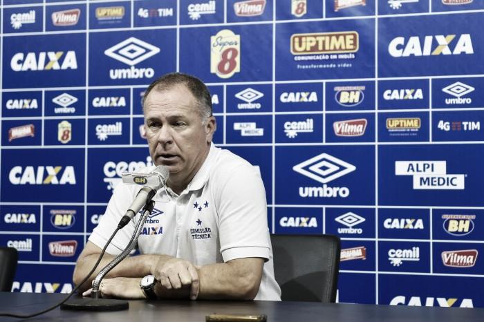 """Mano Menezes reconhece apatia do Cruzeiro e critica arbitragem: """"Determinante para o jogo"""""""
