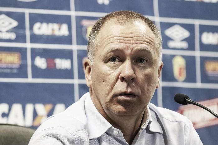 Mano Menezes garante Willian nos planos do Cruzeiro para 2017 e cita carência nas laterais