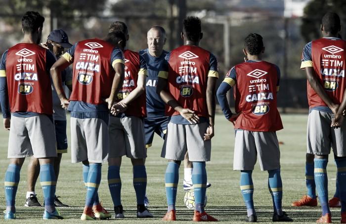 Com Henrique na lista, Cruzeiro embarca para Porto Alegre com 23 jogadores