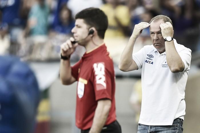 Árbitro relata ofensa de Mano Menezes em súmula e alega ter sido alvo de torcedor
