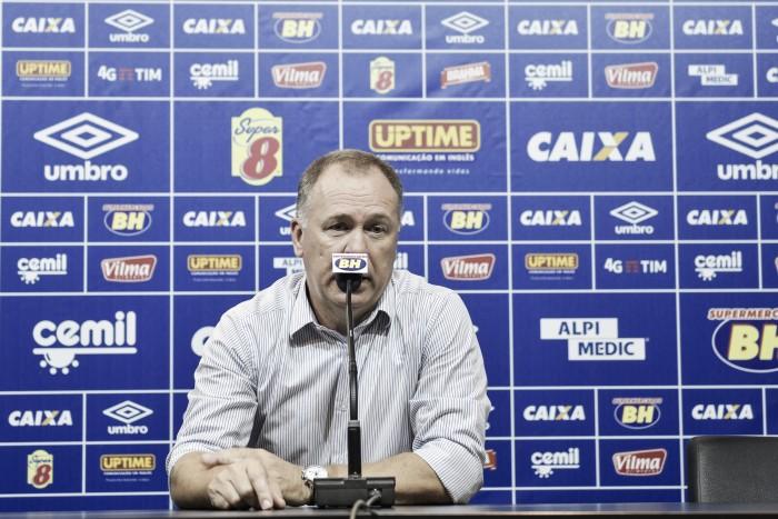De olho em 2017, Mano Menezes exalta brio do Cruzeiro em empate diante do Santos