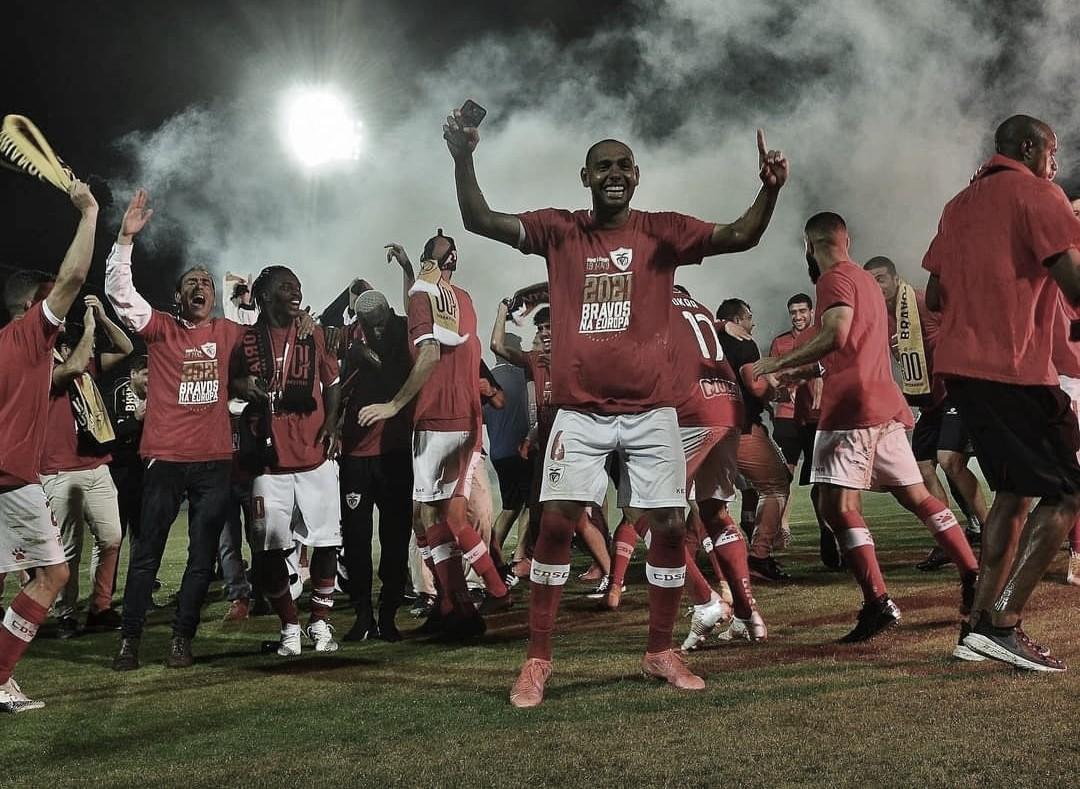 Mansur exalta temporada do Santa Clara e comemora vaga na Uefa Europa League