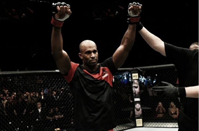 Manuwa precisa de apenas um golpe para nocautear Corue Anderson no UFC Londres