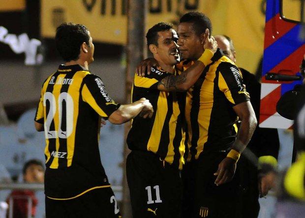 Peñarol goleó  a Caracas en el Centenario por la primera fase de la Copa Santander Libertadores 2012
