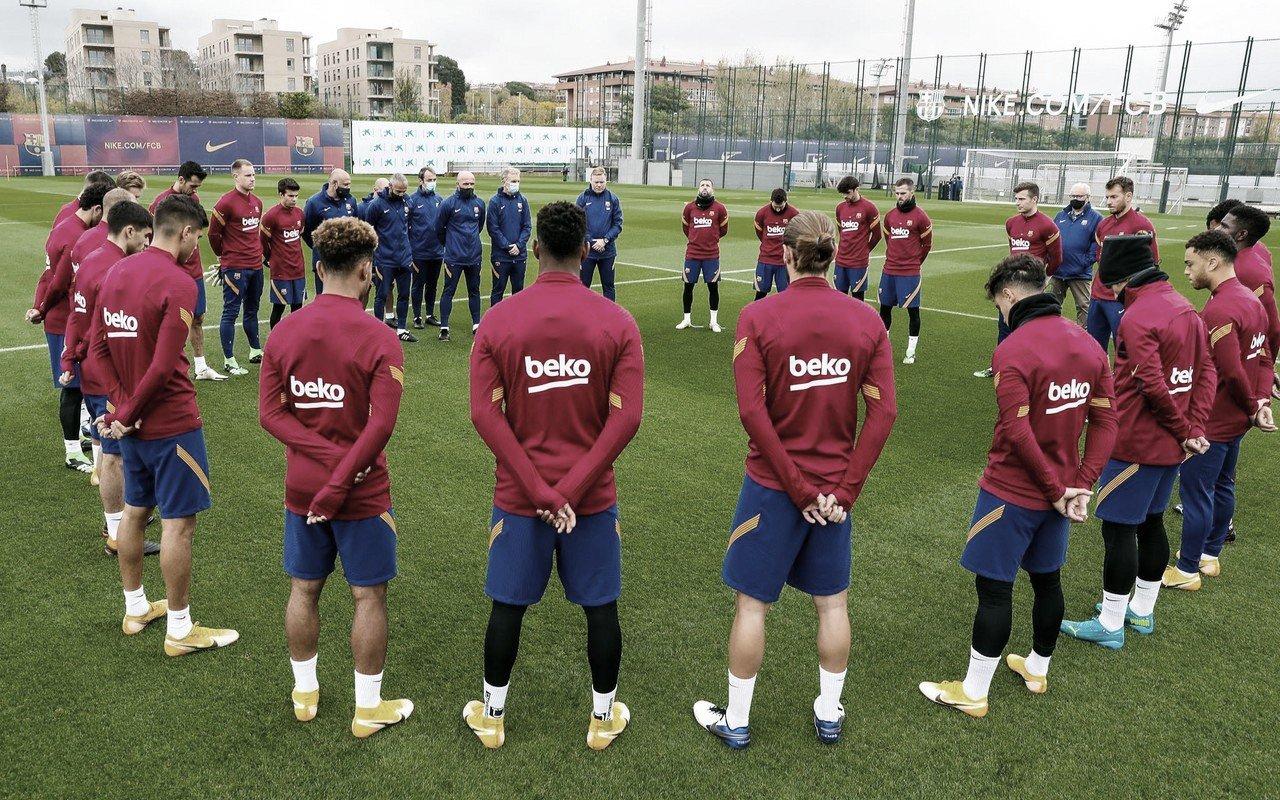 La plantilla se reunió para homenajear a Maradona. Foto: FC Barcelona