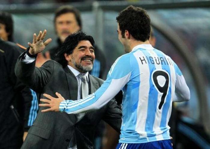 """Maradona contro Higuain: """"Napoli non meritava questo trattamento"""""""