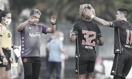 """Marcelo Cabo exalta terceira vitória do Vasco em casa: """"Encostamos no pelotão de frente do campeonato"""""""