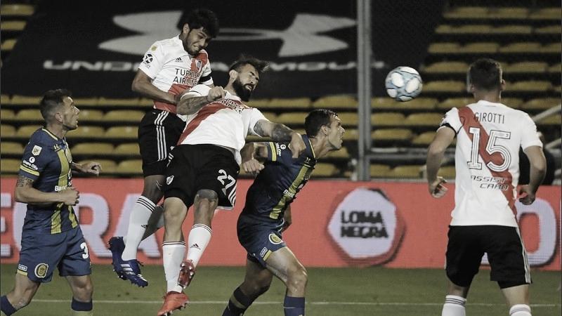 La jugada del primer gol: Lucas Pratto no pudo, pero Robert Rojas sí. FOTO: Rosario 3.