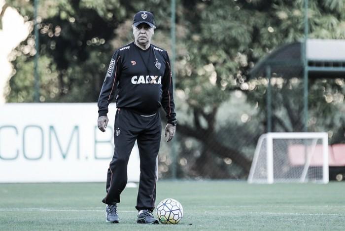 Marcelo Oliveira não descarta a possibilidade de improvisar diante do Grêmio