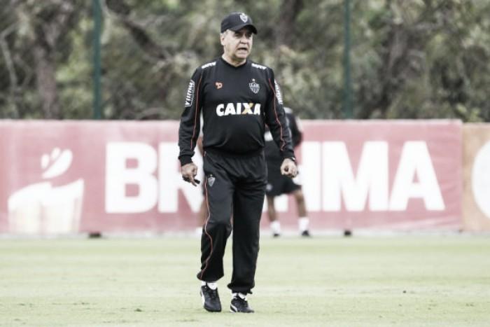 Marcelo Oliveira confirma retorno de Carlos Eduardo para embate contra Sport