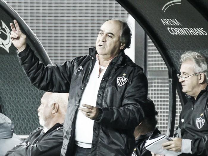 """Marcelo Oliveira exalta """"heroísmo"""" de Fred ao jogar com disenteria diante do Corinthians"""
