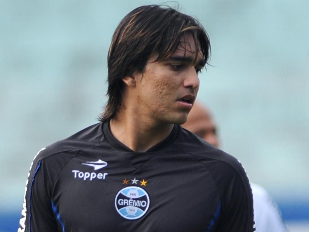 Sem a 'cabeça' no Grêmio, Marcelo Moreno treinará em separado