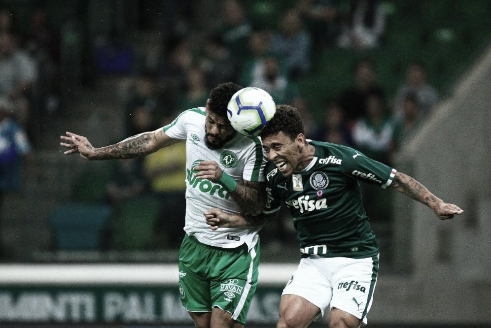 Palmeiras marca no apagar das luzes, vence Chapecoense e segue na perseguição da liderança
