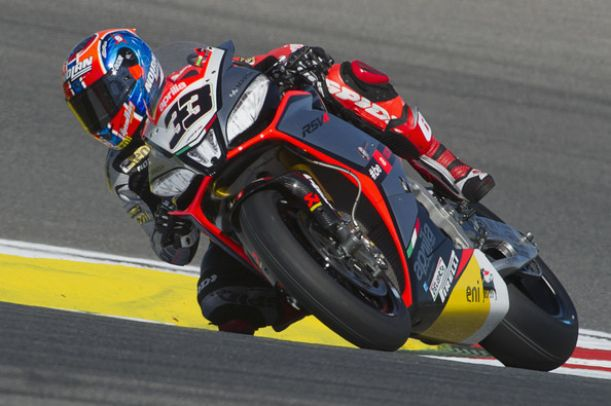 Jerez, Gara 1: Melandri recupera e vince su Guintoli