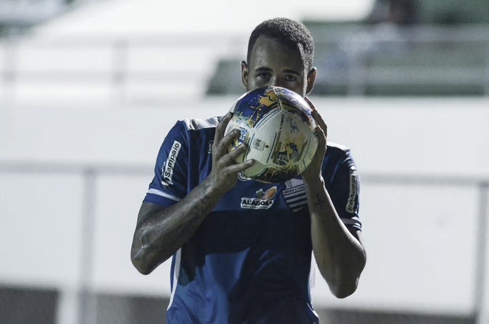 Marco Túlio comemora maior presença no CSA e recuperação da equipe na Série B