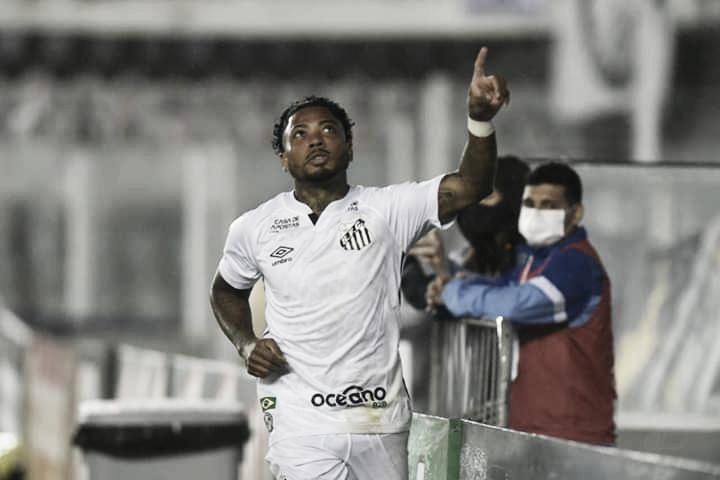 """Marinho se pronuncia após comentários racistas de comentarista de rádio: """"Orgulho da minha cor"""""""