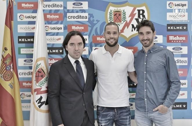 """Mario Suárez: """"Me siento muy bien y muy feliz de quedarme en el Rayo"""""""