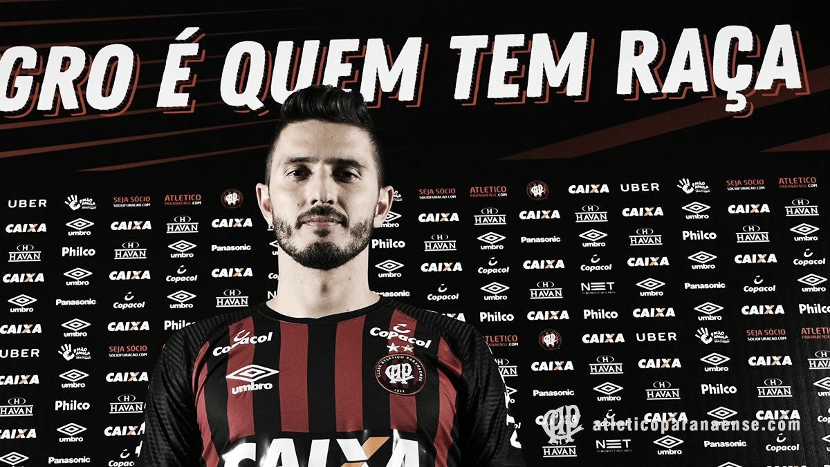 Atlético-PR anuncia contratação do meia Marquinho, ex-Fluminense