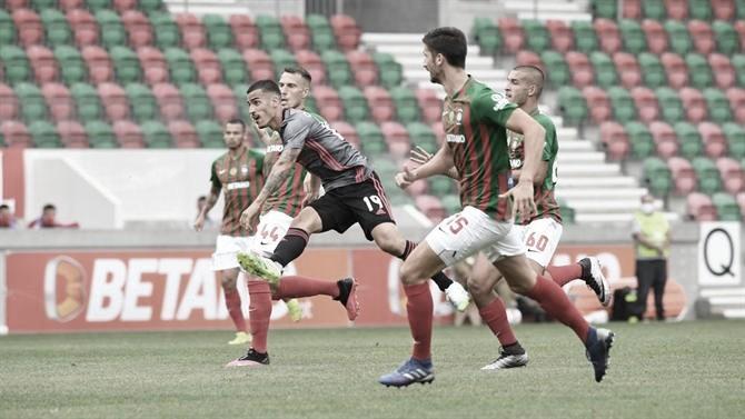 Com ataque inoperante, Benfica decepciona outra vez e perde para Marítimo