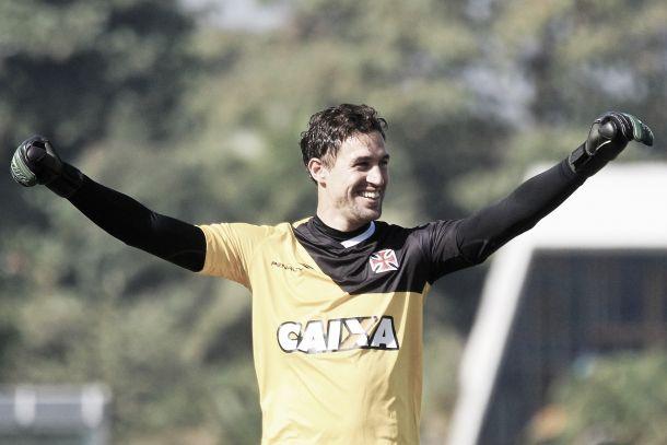 Sem se ver como herói da última partida, Martín Silva afirma preferir um Vasco mais ofensivo