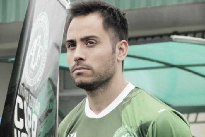 Perseguido por lesões, Martinuccio retorna ao Brasil e acerta com Avaí