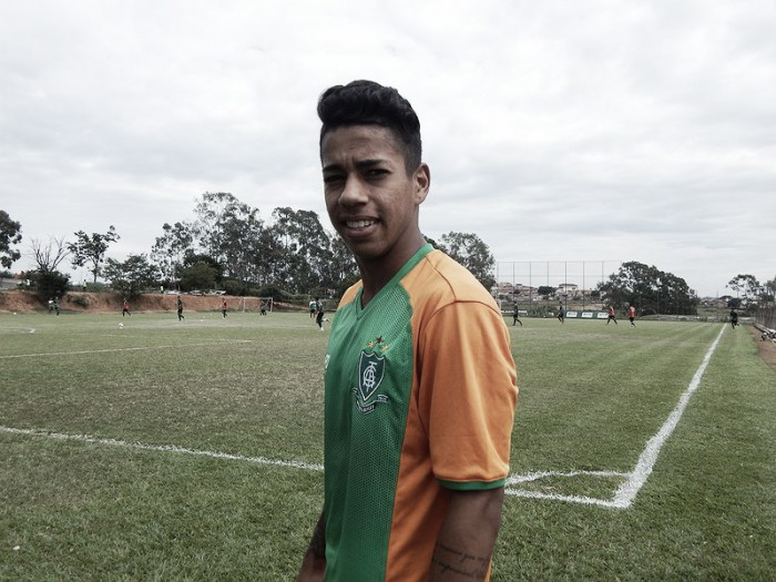 Técnico Enderson Moreira deve alterar time para o jogo contra o Figueirense
