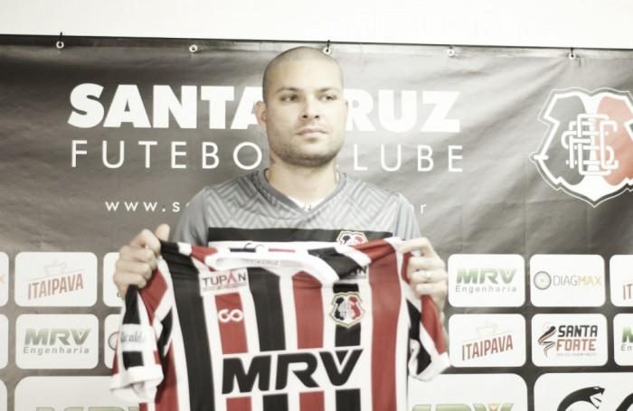 Zagueiro Guilherme Mattis é apresentado pelo Santa Cruz e está apto para estreia