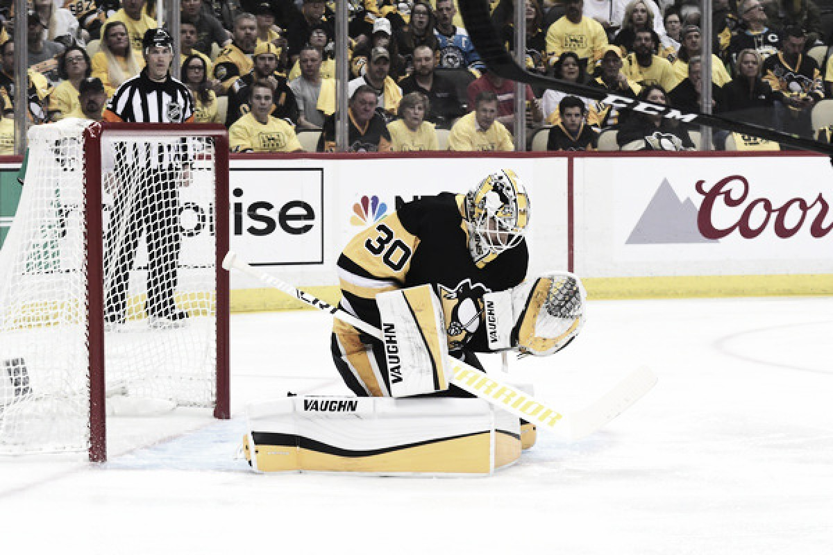 Pittsburgh Penguins take 2-1 series lead behind performance of Matt Murray, power play