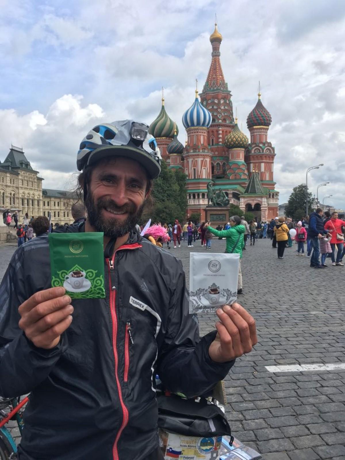 Matyas Amaya Bersepeda ke Rusia Mendukung Argentina