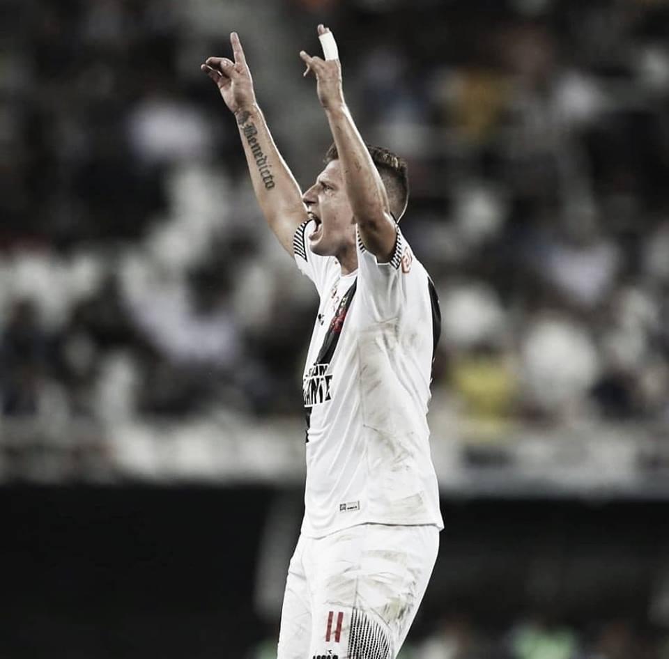 Maxi López sai frustrado com empate do Vasco no clássico