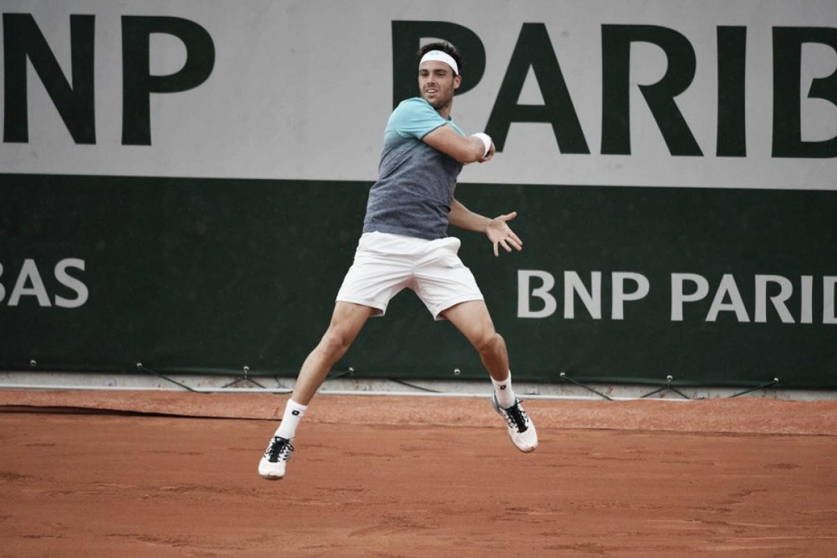 Roland Garros - Cecchinato show: è ai quarti con Djokovic. Bene Thiem, Zverev in rimonta