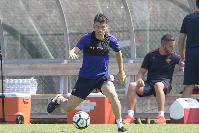 Roma - A Trigoria prosegue il lavoro della squadra, sotto gli occhi di Totti