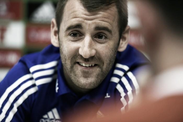 Após participar da Euro e jogar na ida, meia McGinn é poupado no Aberdeen pela UEL