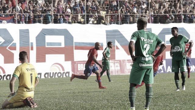 Chapecoense cai para Marcílio Dias e perde primeira no Catarinense