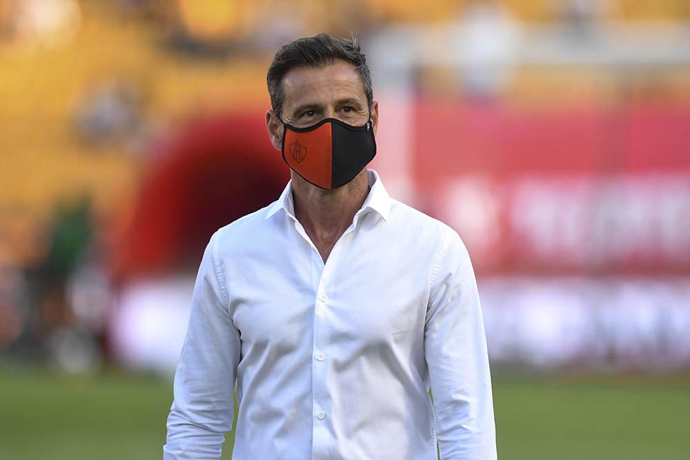 Diego Cocca descarta lesiones de Aldo Rocha y Camilo Vargas