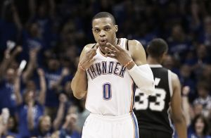 Westbrook sigue implacable al frente de los Thunder