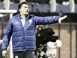 """Claudinei reconhece necessidade de ajustes, mas exalta vitória pelo Avaí: """"Premiados pela luta"""""""