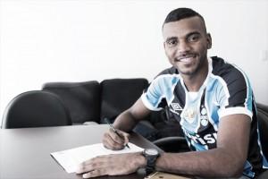 Grêmio oficializa contratação do jovem lateral-direito Léo Gomes
