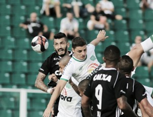 Chapecoense anota golaços, vence para liderar com folga e afunda Figueirense