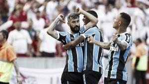 Após reapresentação, Grêmio confirma renovação de Douglas por mais dois anos