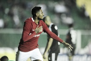 """Diego comemora gol marcado em vitória do Internacional: """"Buscando meu espaço sempre"""""""